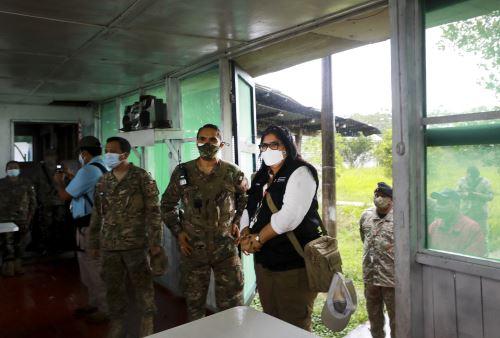 Ministra de Defensa inspecciona bases de las FFAA en Madre de Dios