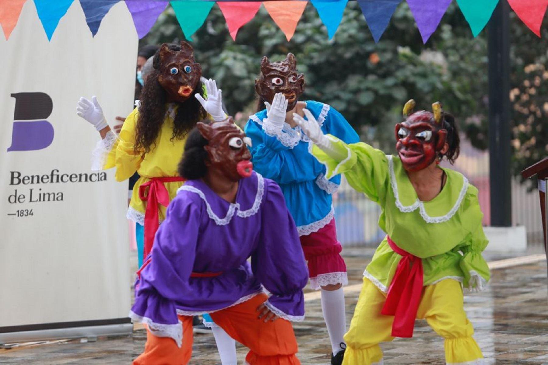 Ministro de Cultura participó en la ceremonia de talleres artísticos en Barrios Altos. Foto: DIfusión