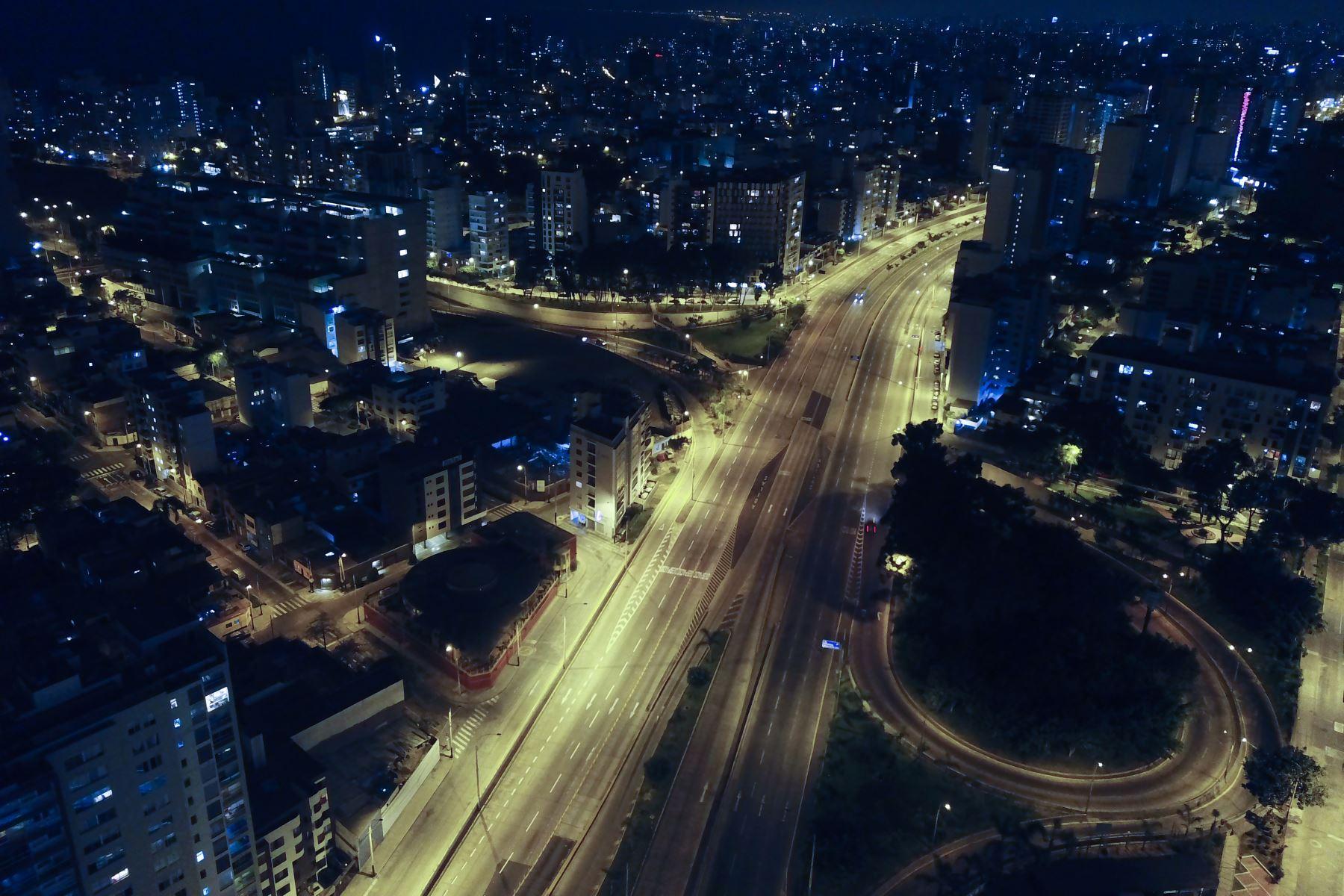 Fotografía tomada el 31 de marzo del 2020 /Vista panorámica de los distritos de Barranco y Miraflores durante la inmovilización obligatoria en el nuevo horario de 18:00 a 05:00 hrs.  FotoDrone: ANDINA/Juan Carlos Guzmán Negrini