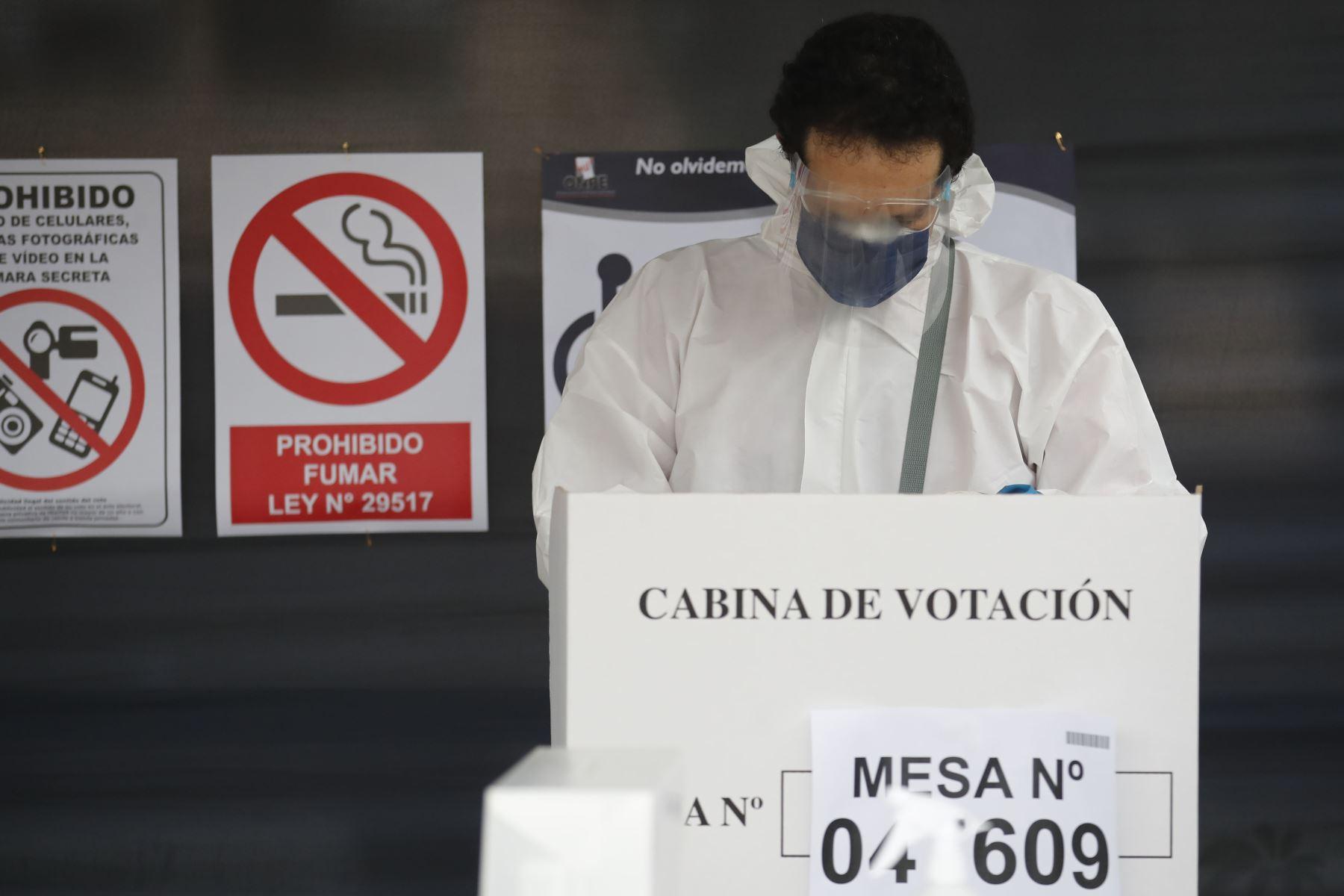 Fotografía tomada el 6 de junio del 2021/ Veinticinco millones 287 mil 954 peruanos, en el país y en el extranjero, participan hoy en los comicios electorales de la 2da vuelta. Foto: ANDINA/Juan Carlos Guzmán