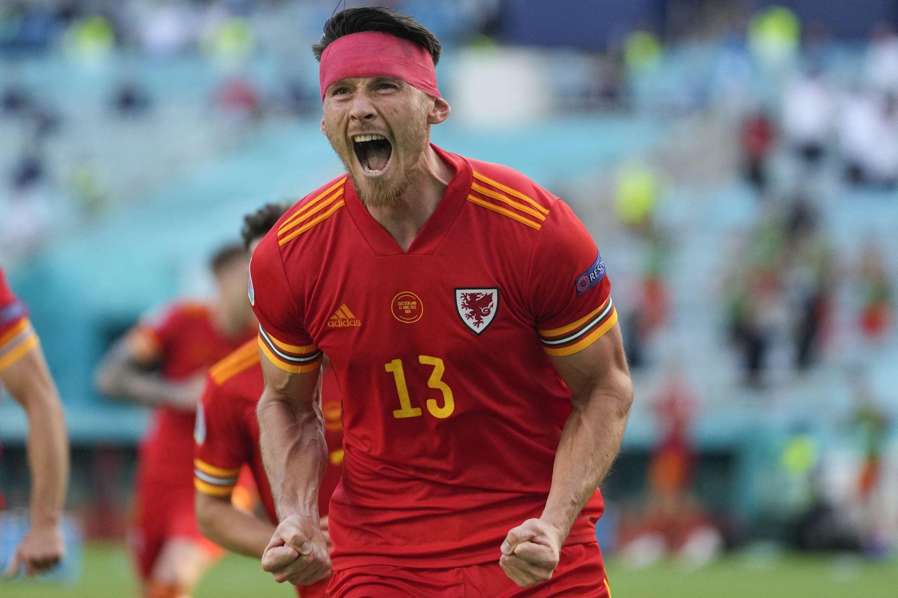 El centrocampista de Gales, Kieffer Moore, celebra su gol del empate durante el partido de fútbol del Grupo A de la UEFA EURO 2020 entre Gales y Suiza en el Estadio Olímpico de Bakú. Foto: AFP