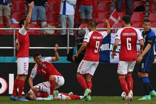 El futbolista Christian Eriksen de Dinamarca se desploma en la cancha en partido ante Finlandia por la Eurocopa