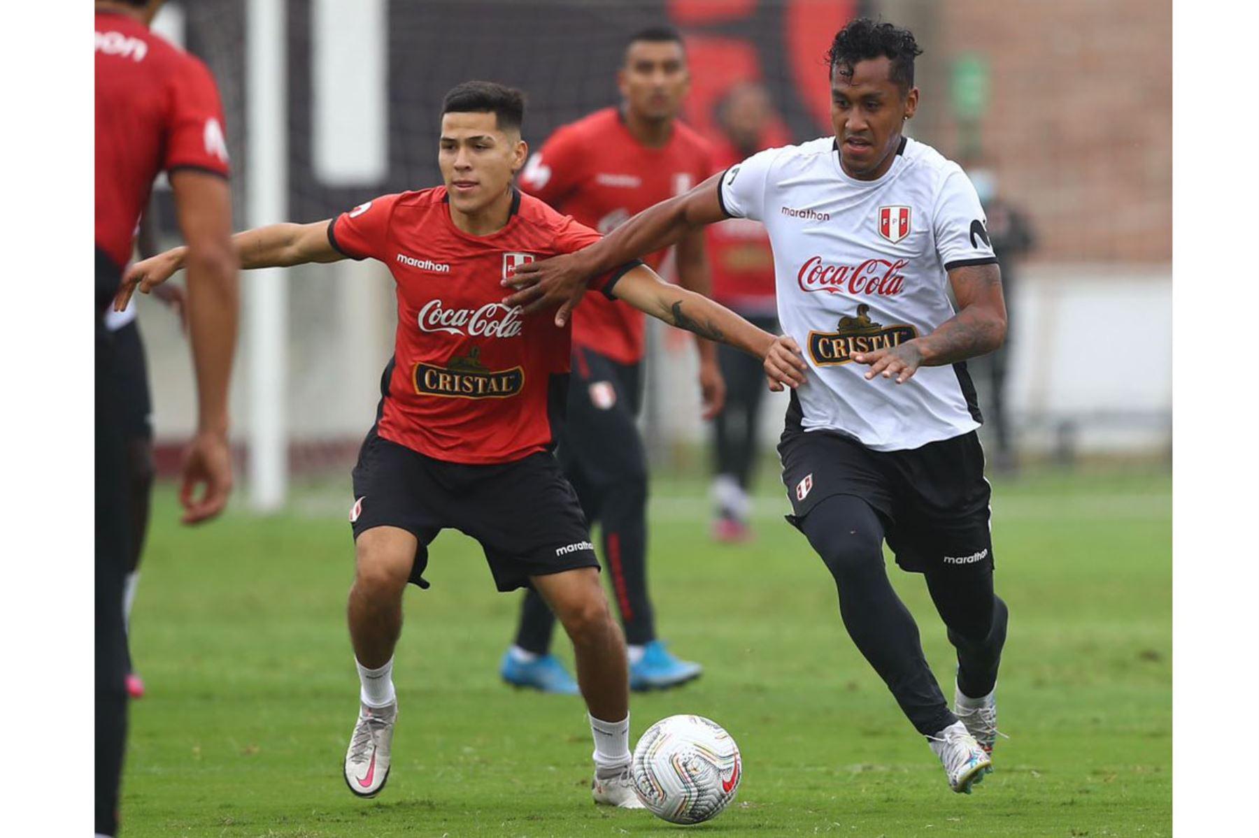 Entrenamiento de la Selección Peruana  junto a 26 futbolistas con miras a su debut en la Copa América 2021. En la foto Renato Tapia. Foto: @Selección Peruana