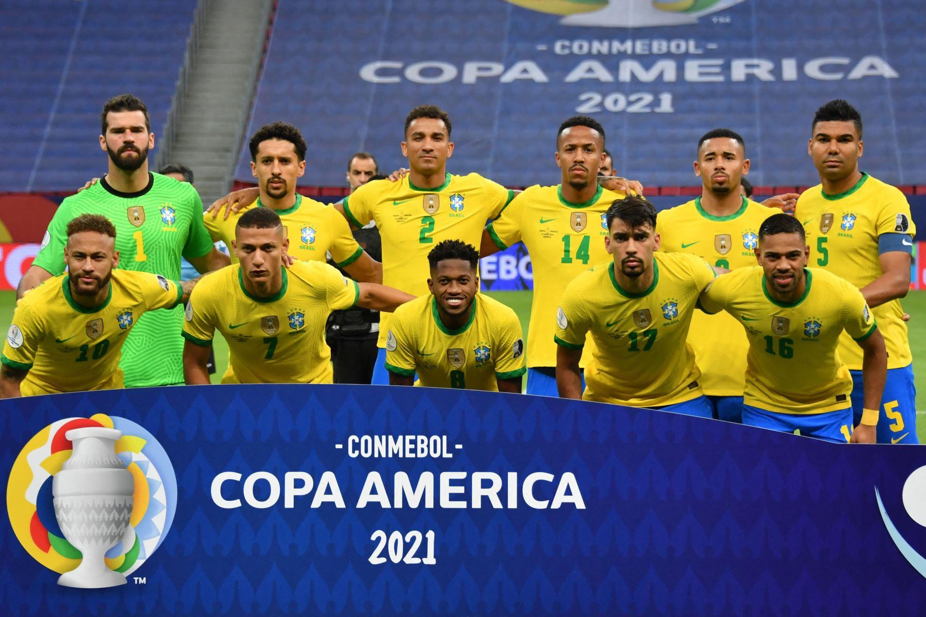 La selección brasileña de fútbol posa antes del partido de la fase de grupos del torneo de fútbol Conmebol Copa América 2021 entre Brasil y Venezuela en el estadio Mane Garrincha de Brasilia. Foto: AFP