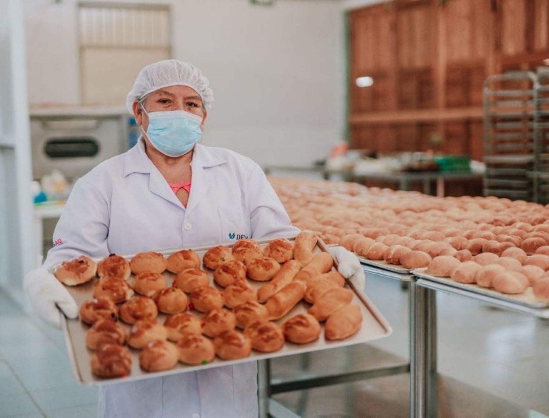 Mujeres emprendedoras implementan planta de producción de panes y pasteles en distrito de Irazola, región Ucayali. ANDINA/Difusión
