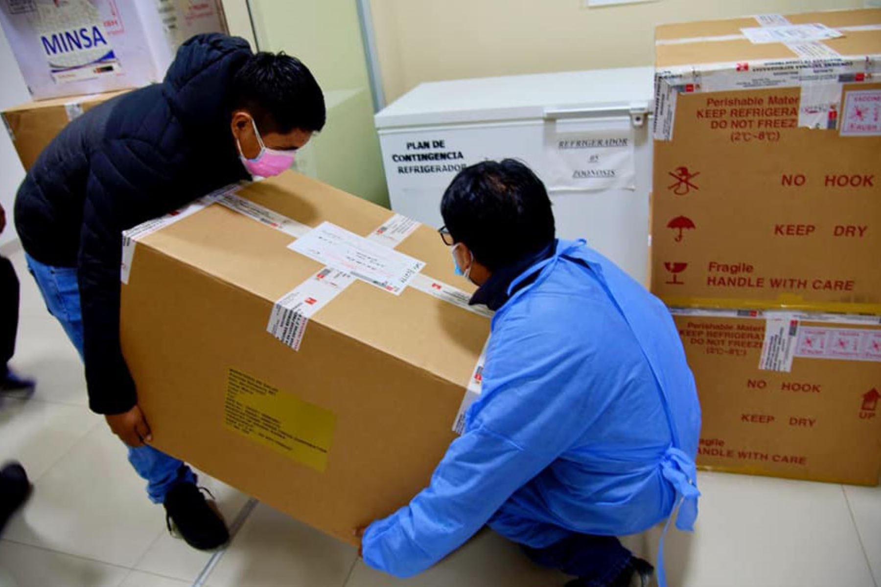 La región Áncash recibió  un nuevo lote de 33,208 vacunas del laboratorio chino Sinopharm para continuar su proceso de inmunización de adultos mayores y población más vulnerable contra el covid-19. Foto: Cortesía Gonzalo Horna