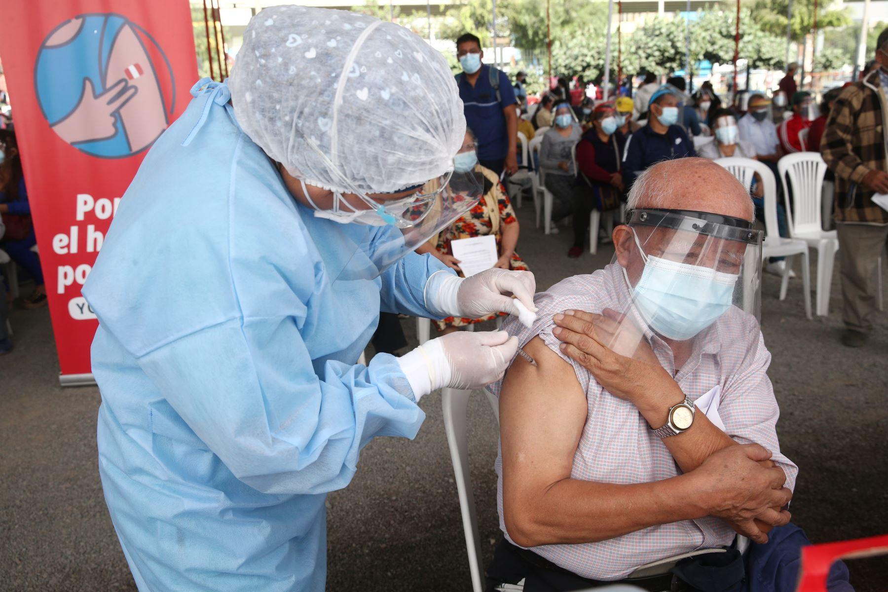 Las vacunas contra la covid-19 que se usan en el país son efectivas también contra la variante Delta. Foto: ANDINA/Vidal Tarqui
