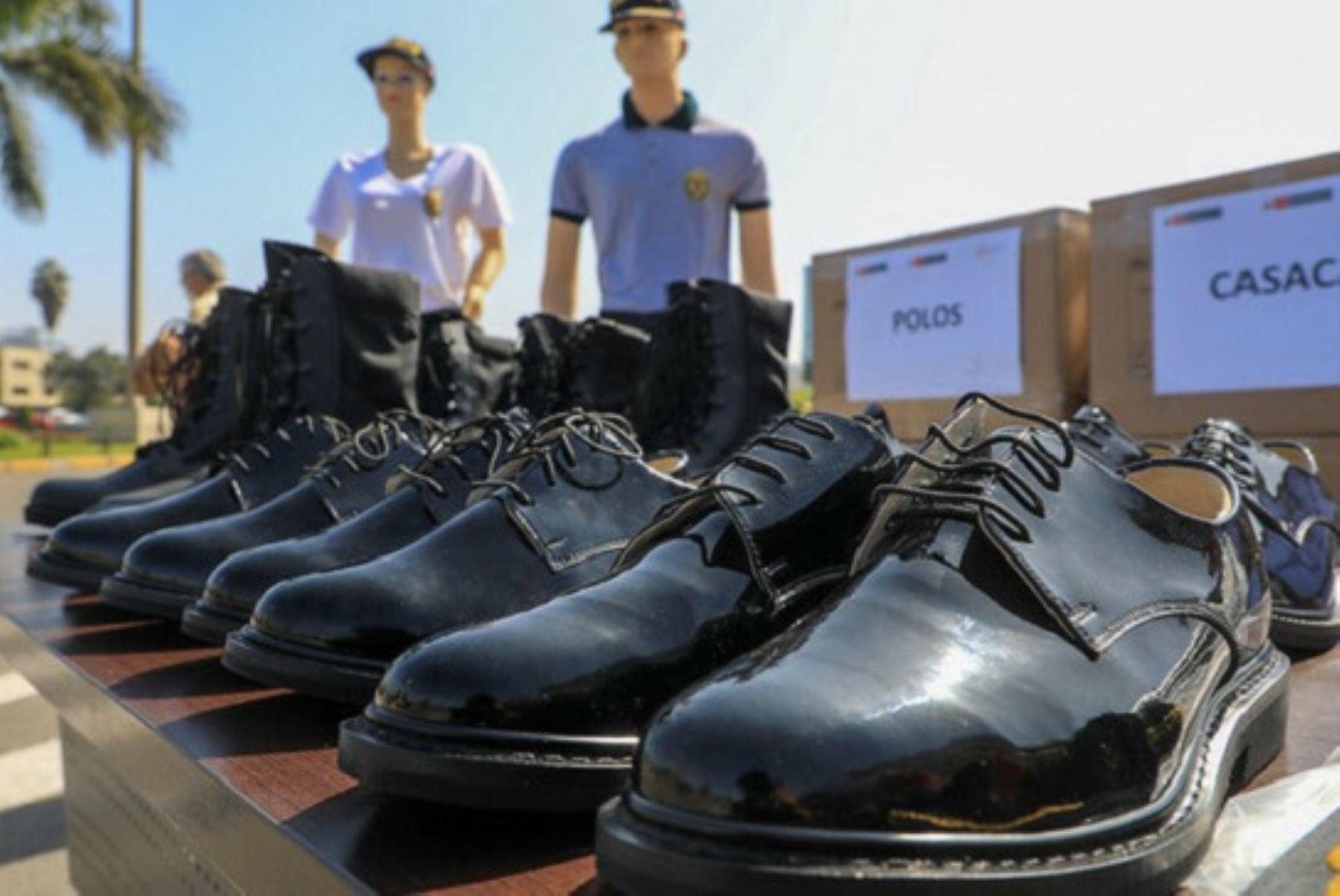 Calzado para la policía fabricado por las mypes. Foto: Cortesía.