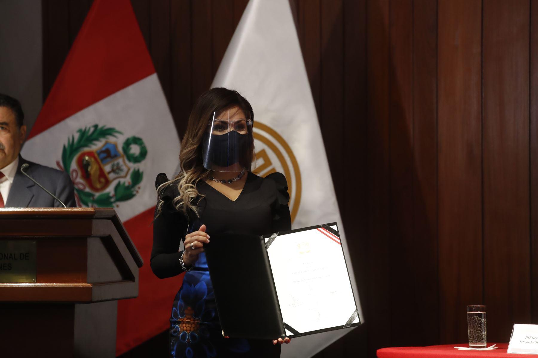Leslye Carol Lazo Villón representante de Acción Popular en ceremonia de entrega de credenciales a representantes del Parlamento Andino. Foto: ANDINA/Juan Carlos Guzmán