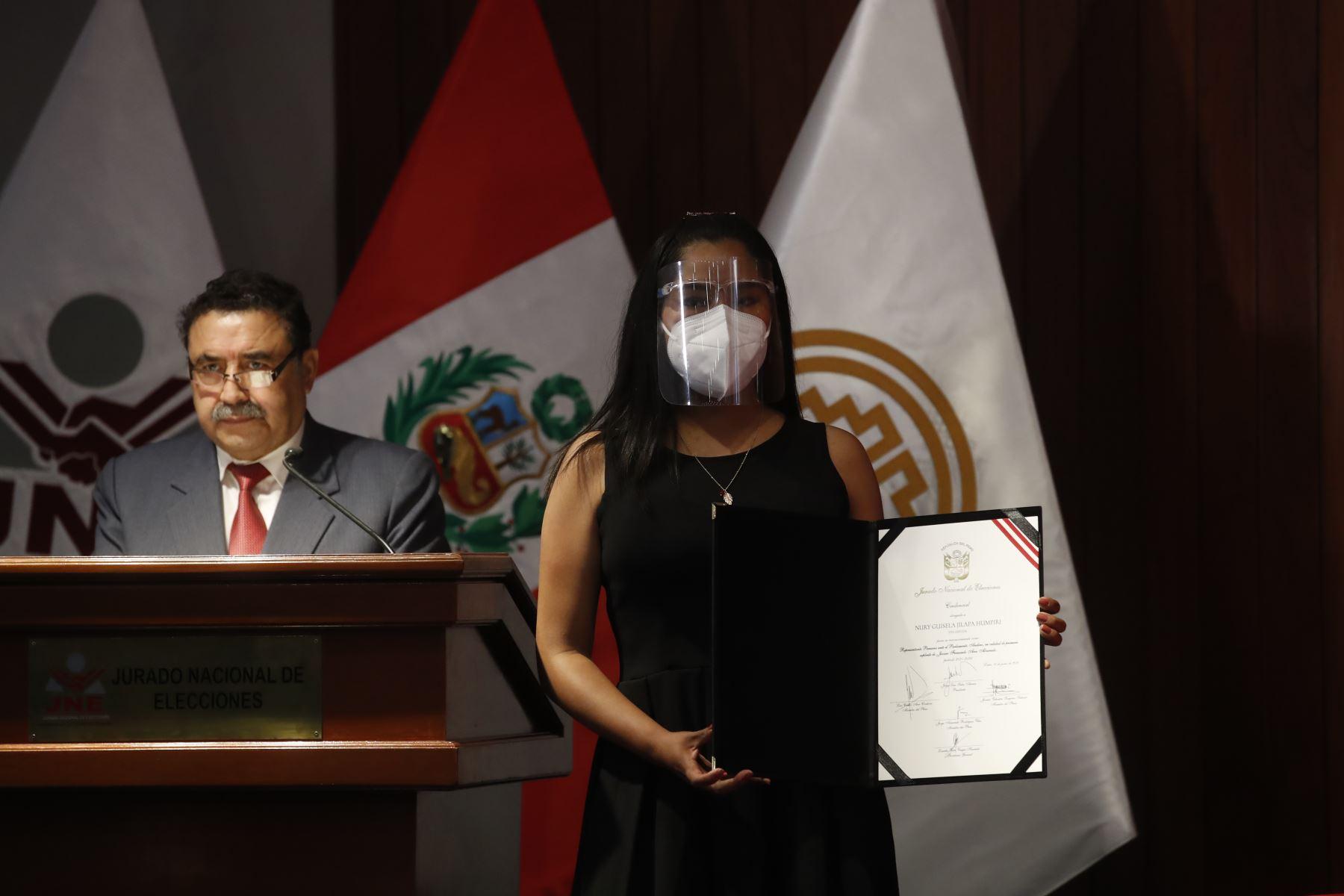 Nury Guisela Jilapa, representante de Perú Libre en ceremonia de entrega de credenciales a representantes del Parlamento Andino. Foto: ANDINA/Juan Carlos Guzmán