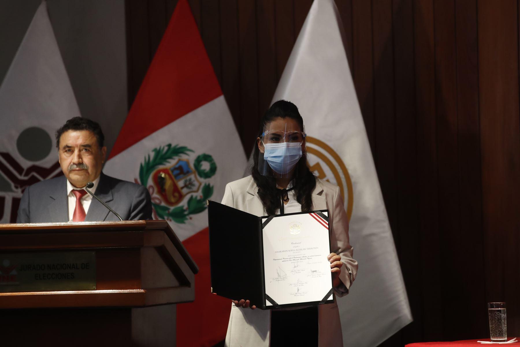 Anakaren Sofía Aguilar Terrones, representante de Fuerza Popular en ceremonia de entrega de credenciales a representantes del Parlamento Andino. Foto: ANDINA/Juan Carlos Guzmán
