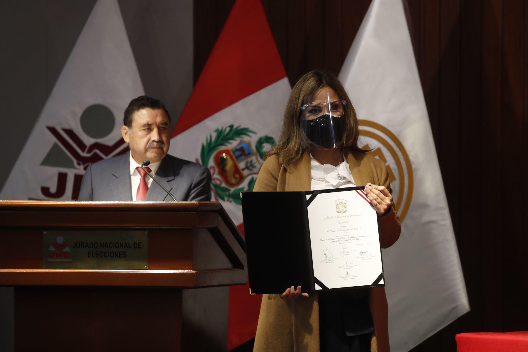 Sitza Romero, representante de Renovación Popular en ceremonia de entrega de credenciales a representantes del Parlamento Andino. Foto: ANDINA/Juan Carlos Guzmán