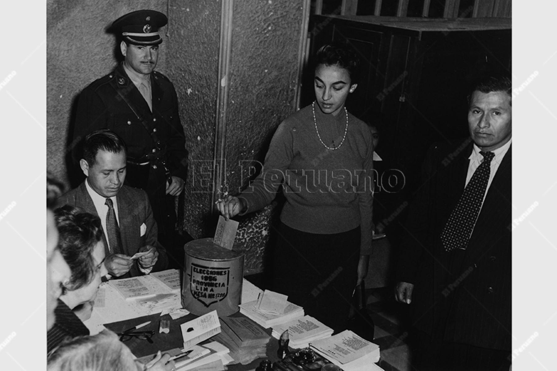 Lima - 17 junio 1956 / La mujer peruana votó por primera vez en las elecciones generales de 1956. Foto: Archivo Histórico de El Peruano