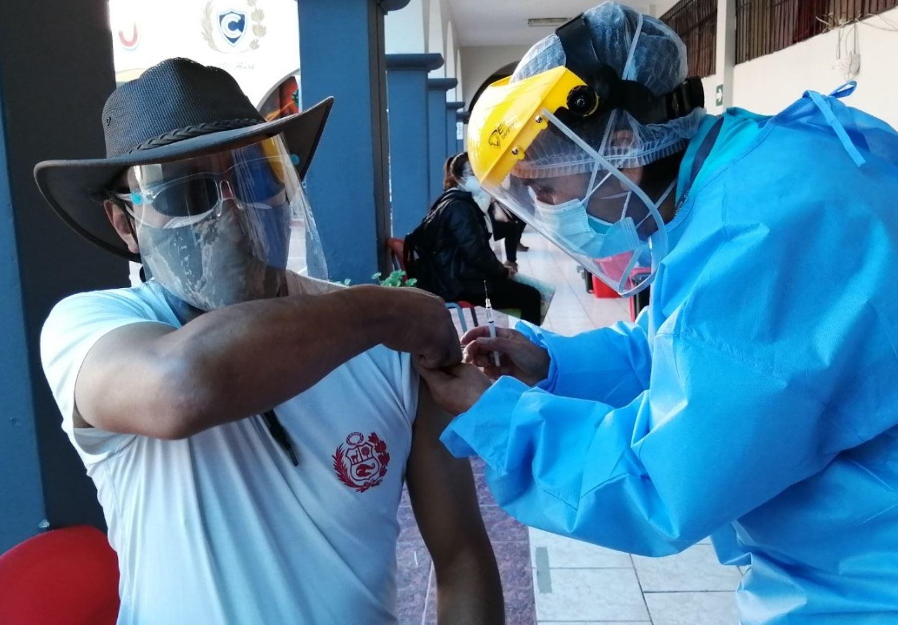 Cusco anuncia que vacunará contra la covid-19 a más de 20,000 docentes para iniciar el proceso de retorno a las clases presenciales. ANDINA/Difusión