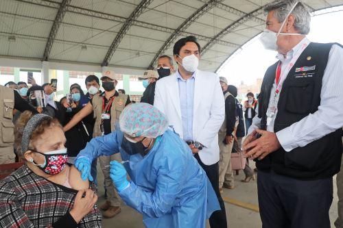 El presidente Francisco Sagasti, supervisa el trabajo del Plan Sipán frente a la covid-19 y la jornada de vacunación en Chiclayo