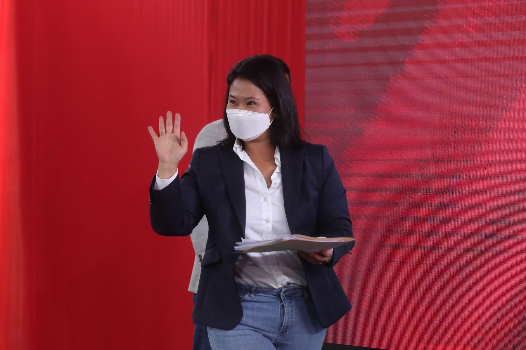Conferencia de prensa de la candidata a la presidencia, Keiko Fujimori, junto con sus abogados, Lourdes Flores Nano y Virgilio Hurtado. Foto: ANDINA/Carla Patiño Ramírez