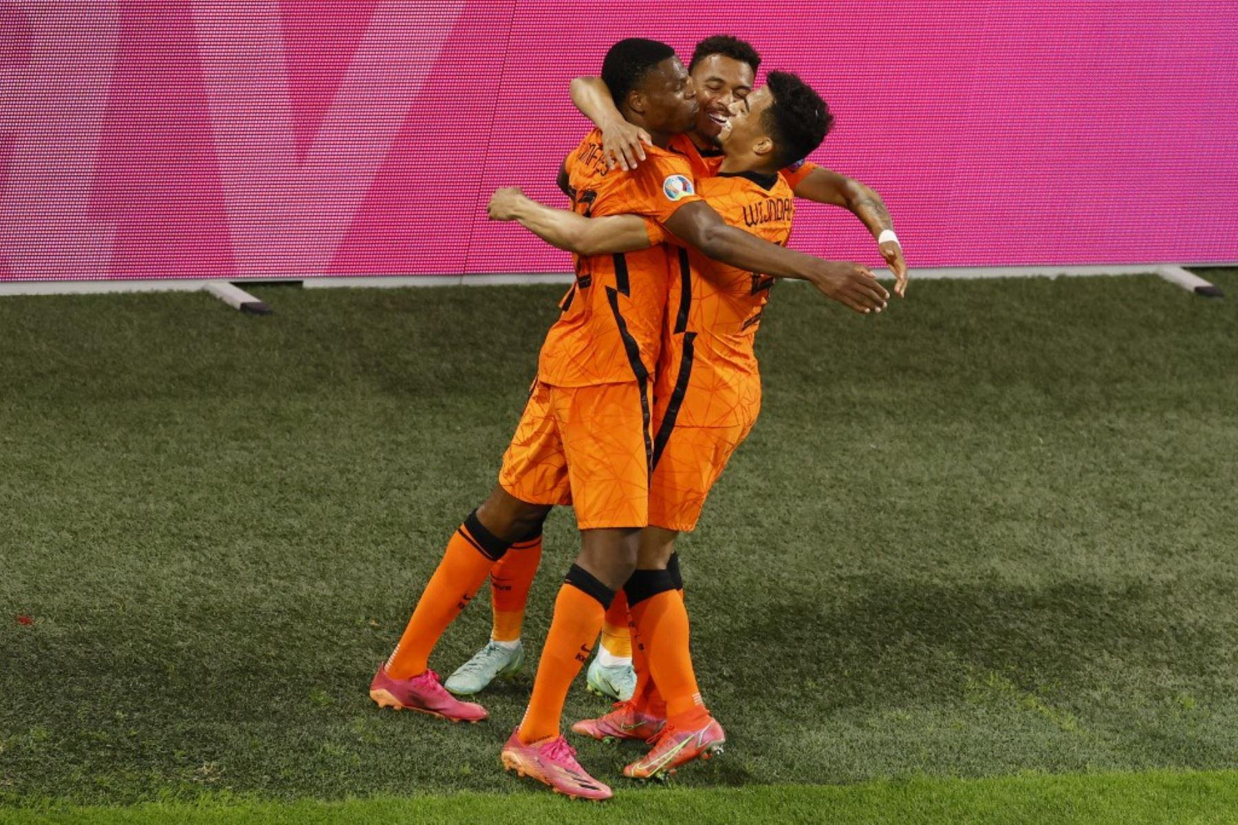 Países Bajos se instaló en los octavos de final de la Eurocopa