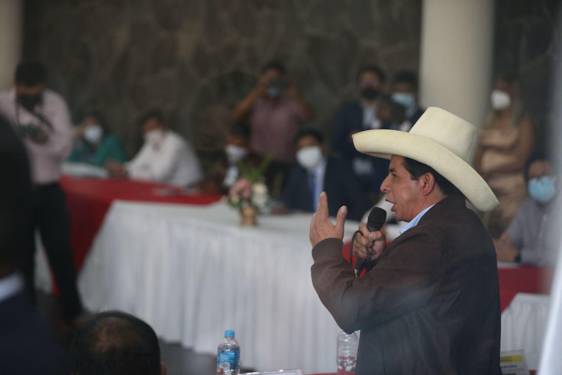 Pedro Castillo se reunió con integrantes de la Asociación de Municipalidades del Perú (AMPE) en Cieneguilla. Foto: ANDINA/Jhony Laurente