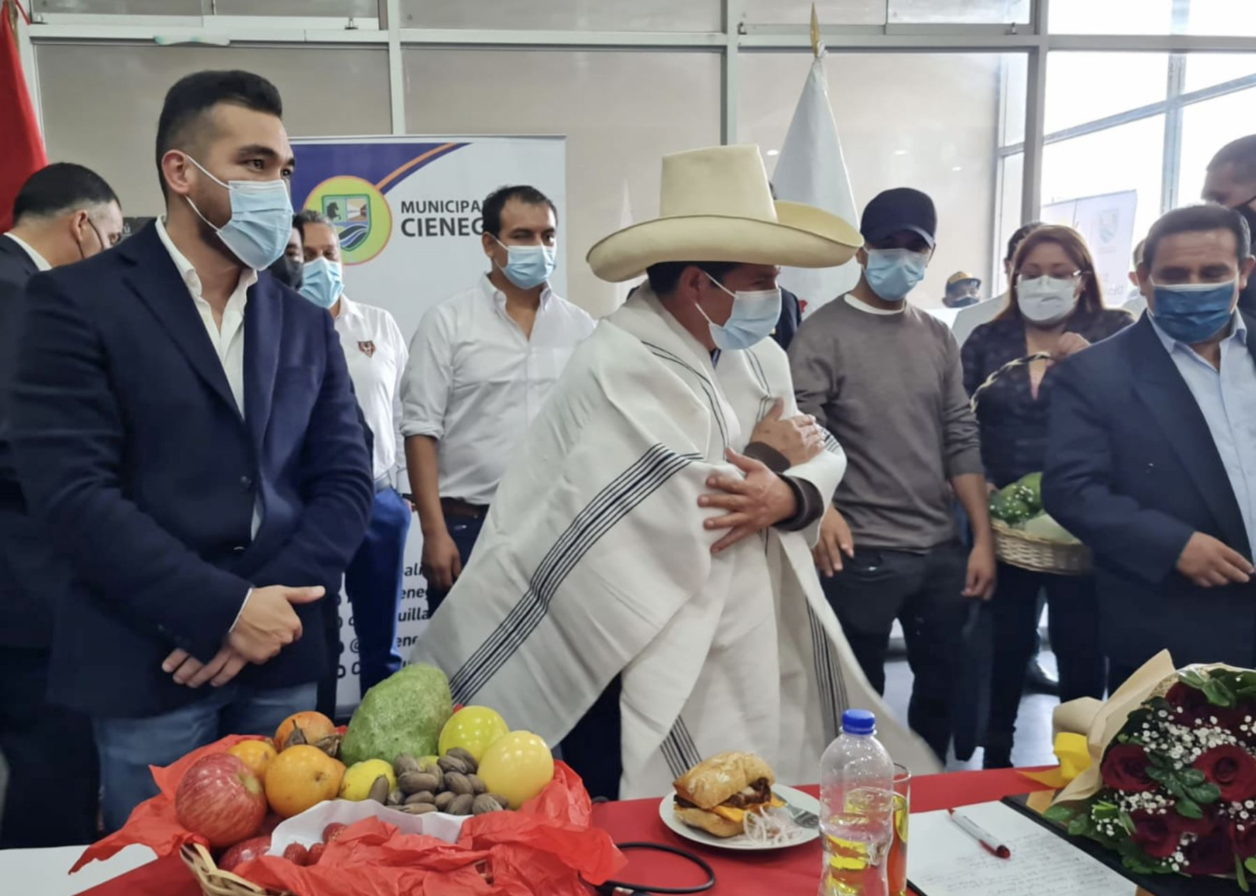 Pedro Castillo se reunió con integrantes de la Asociación de Municipalidades del Perú (AMPE) en Cieneguilla. Foto: ANDINA/Difusión