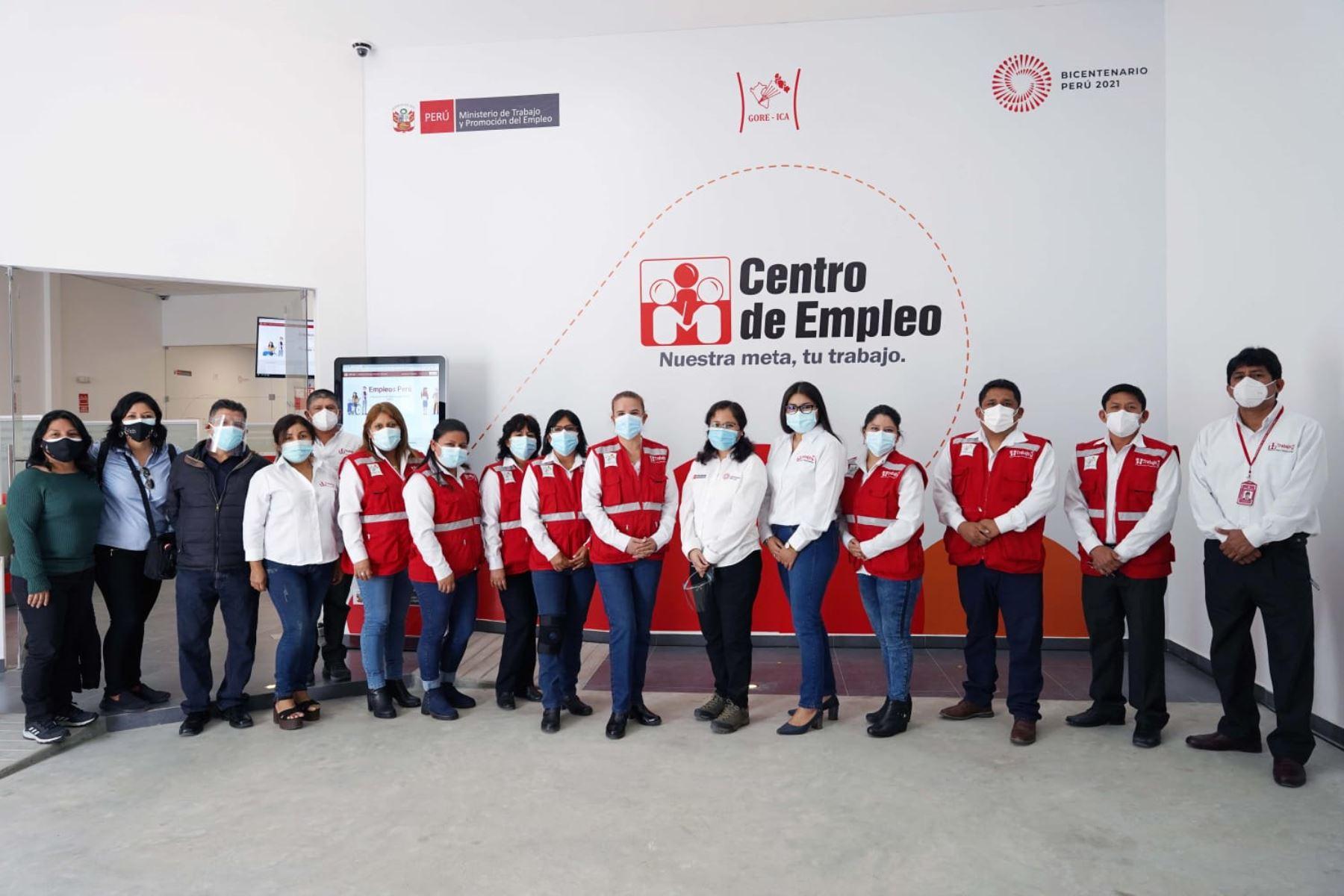 El ministro de Trabajo y Promoción del Empleo (MTPE), Javier Palacios Gallegos, inauguró el nuevo local del Centro de Empleo en la región Ica, con el propósito de acercar a la población diversos servicios que les permitirá un mejor acceso al mercado laboral. Foto: ANDINA/Ministerio de Trabajo