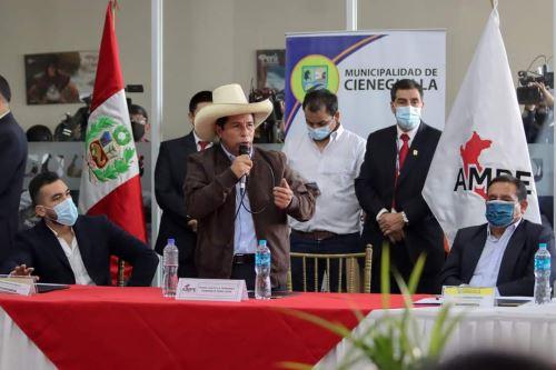 El líder de Perú Libre, Pedro Castillo, se reunió con alcaldes de la Asociación de Municipalidades del Perú (Ampe). Foto: ANDINA/Difusión