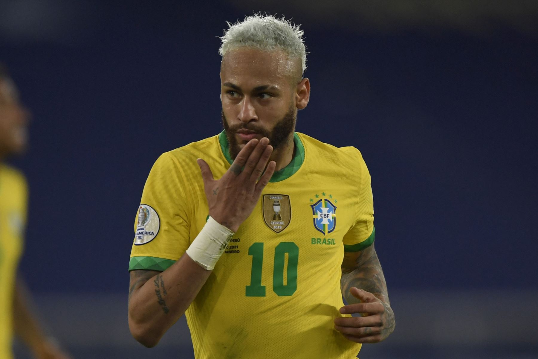 El brasileño Neymar celebra tras anotar contra Perú durante el partido de la fase de grupos del torneo de fútbol Conmebol Copa América 2021 en el estadio Nilton Santos de Río de Janeiro, Brasil. Foto: AFP