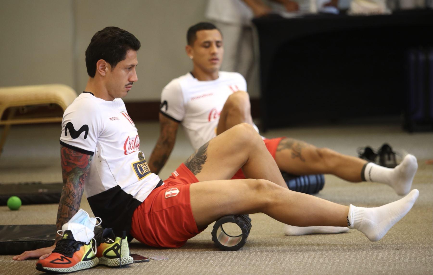 Selección peruana entrenó con miras a enfrentar a Colombia en la próxima fecha