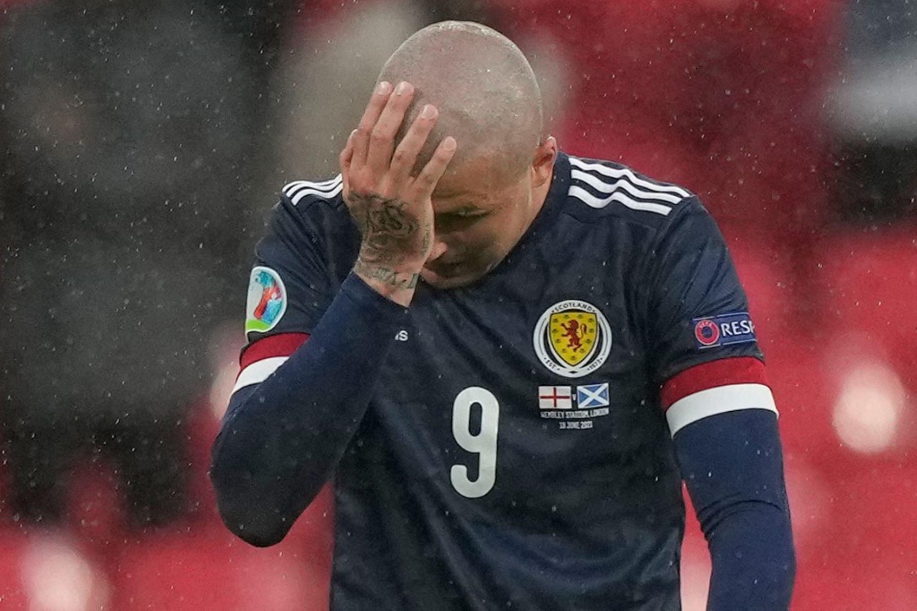 El delantero escocés Lyndon Dykes reacciona durante el partido de fútbol del Grupo D de la UEFA EURO 2020 entre Inglaterra y Escocia en el estadio de Wembley en Londres el 18 de junio de 2021. Foto: AFP