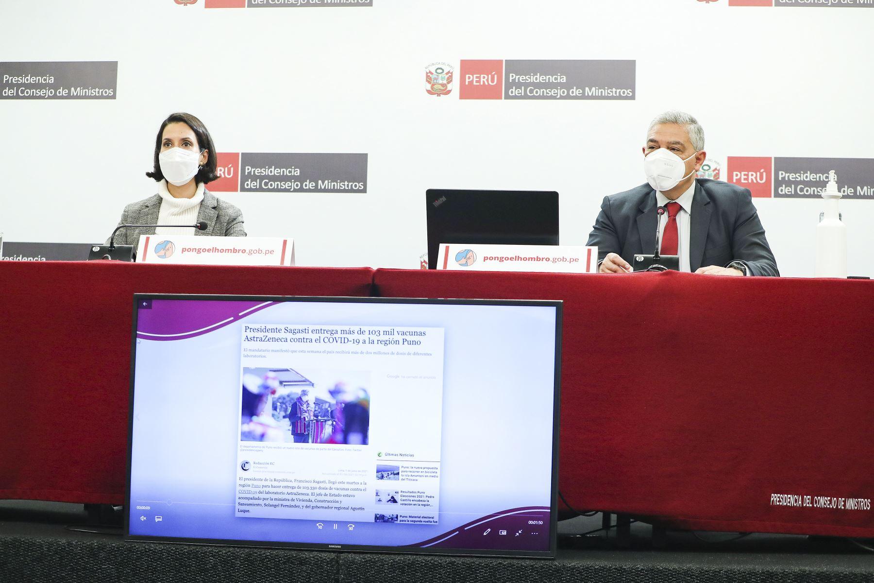 El Ministro del Interior, José Elice, junto a la ministra de Comercio Exterior, Claudia Cornejo, Ofrecieron una conferencia de prensa sobre los avances frente a pandemia y anuncios sobre la coyuntura nacional. Foto: ANDINA/PCM