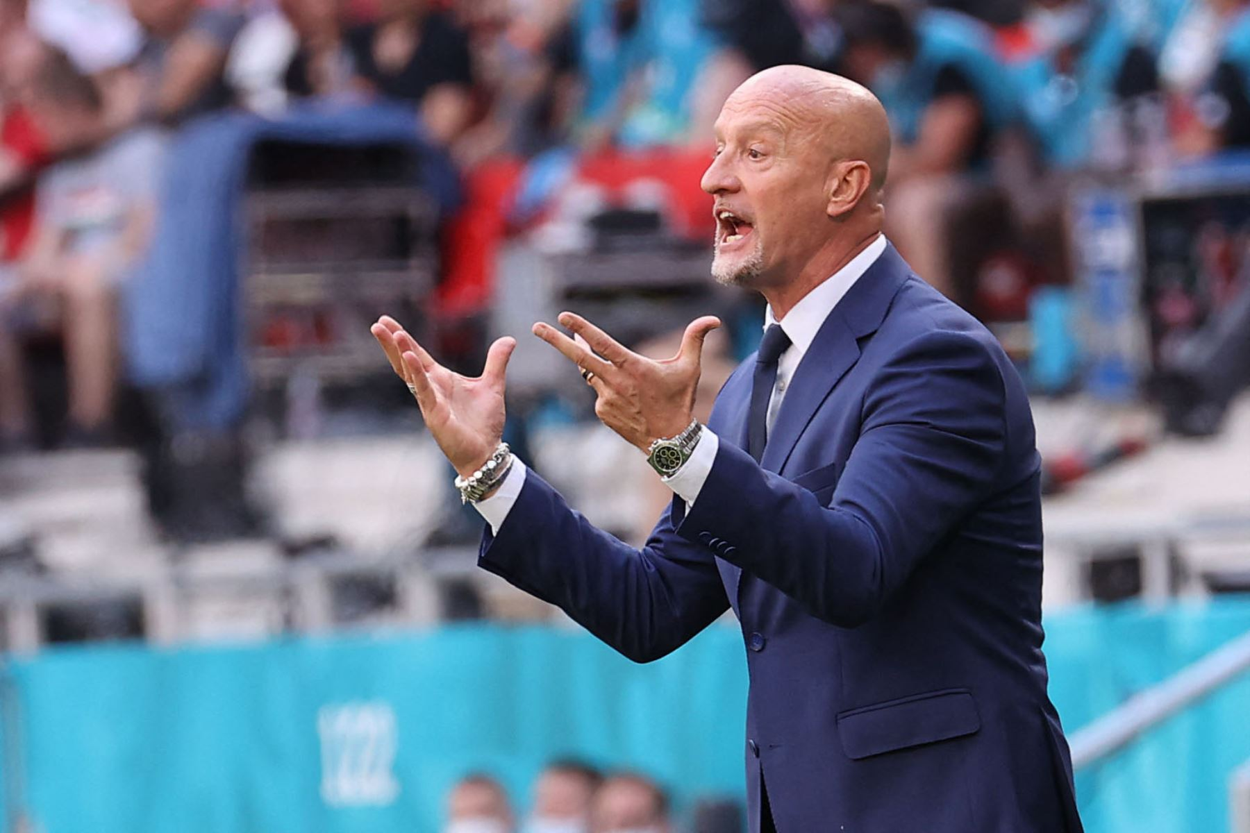 El entrenador italiano de Hungría, Marco Rossi, reacciona desde el banquillo durante el partido de fútbol del Grupo F de la UEFA EURO 2020 entre Hungría y Francia en el Puskas Arena de Budapest. Foto: AFP