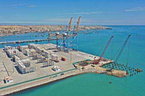 Ministro de Transportes y Comunicaciones recorre las instalaciones del Terminal Portuario de Paita