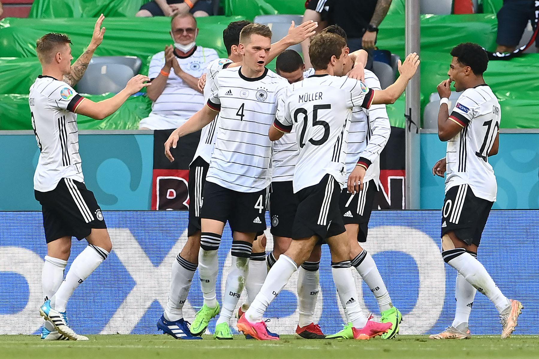 Los jugadores de Alemania celebran anotar el tercer gol de su equipo durante el partido de fútbol del Grupo F de la UEFA EURO 2020 entre Portugal y Alemania en el Allianz Arena en Múnich. Foto: AFP