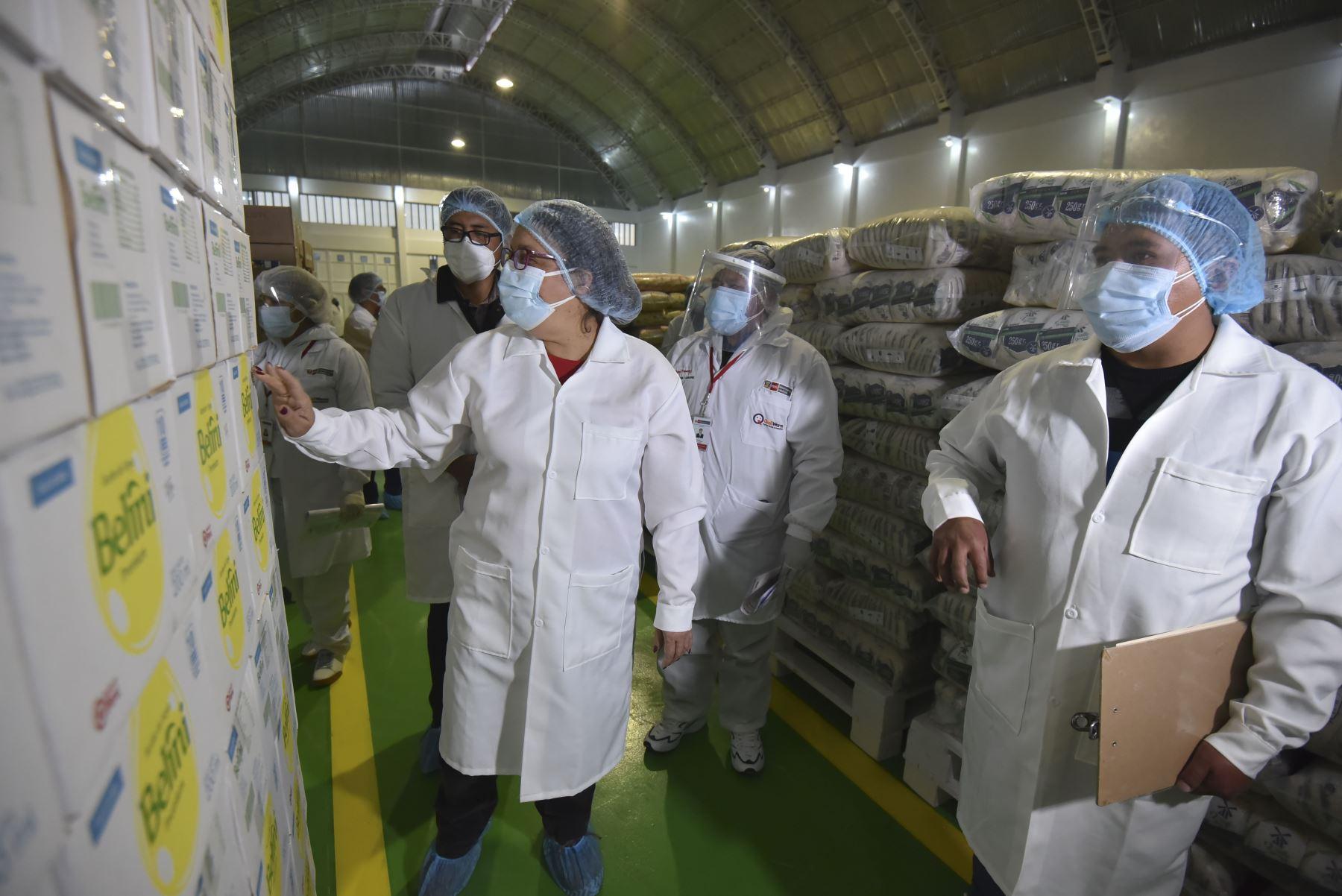 Ministra de Inclusión Social supervisó en la región Puno almacenamiento de alimentos de Qali Warma para el servicio alimentario escolar. Además, verificó el funcionamiento de otros programas sociales. Foto: ANDINA/MIDIS