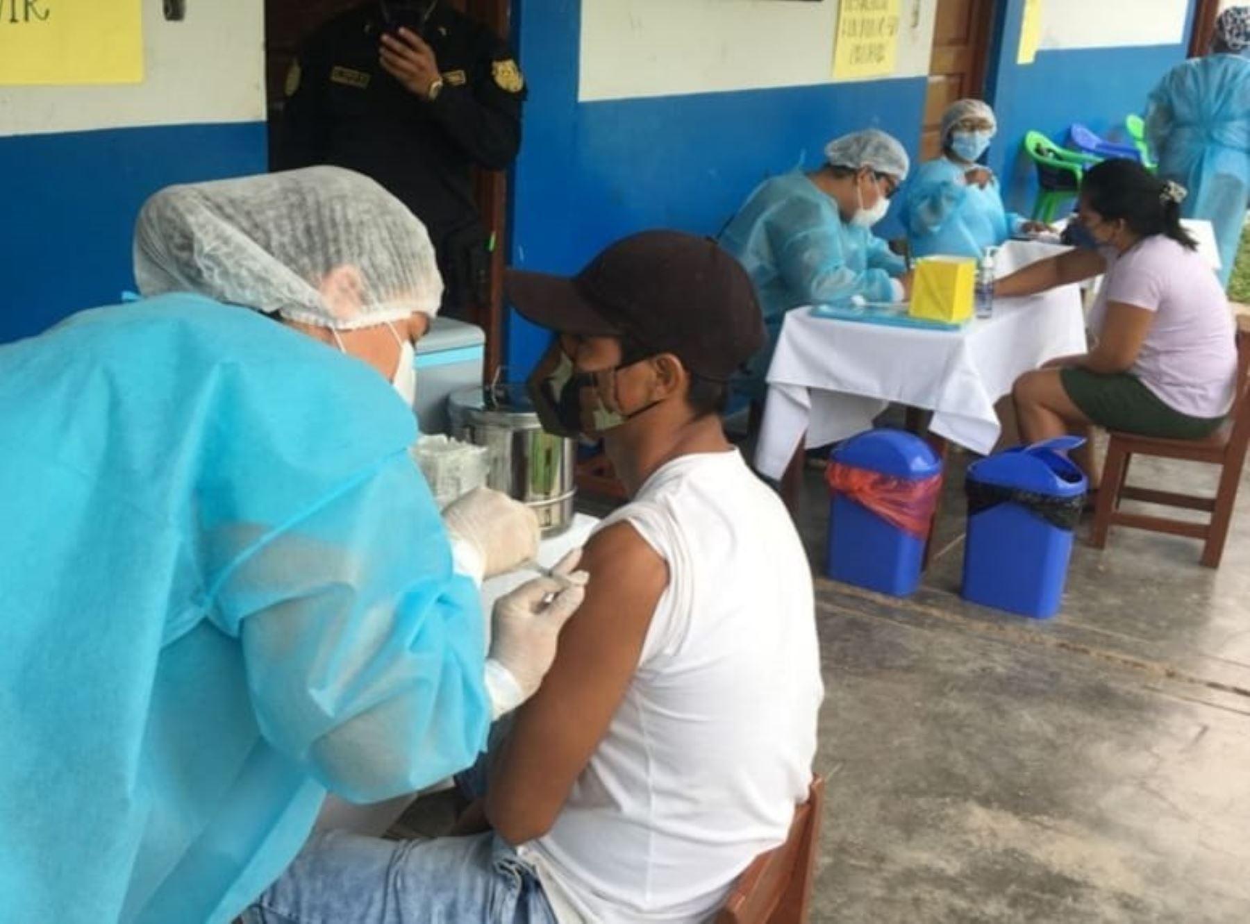 San Martín inicia vacunación contra la covid-19 en 16 distritos rurales y se atiende a adultos mayores de 60 años, gestantes y personas vulnerables. ANDINA/Difusión