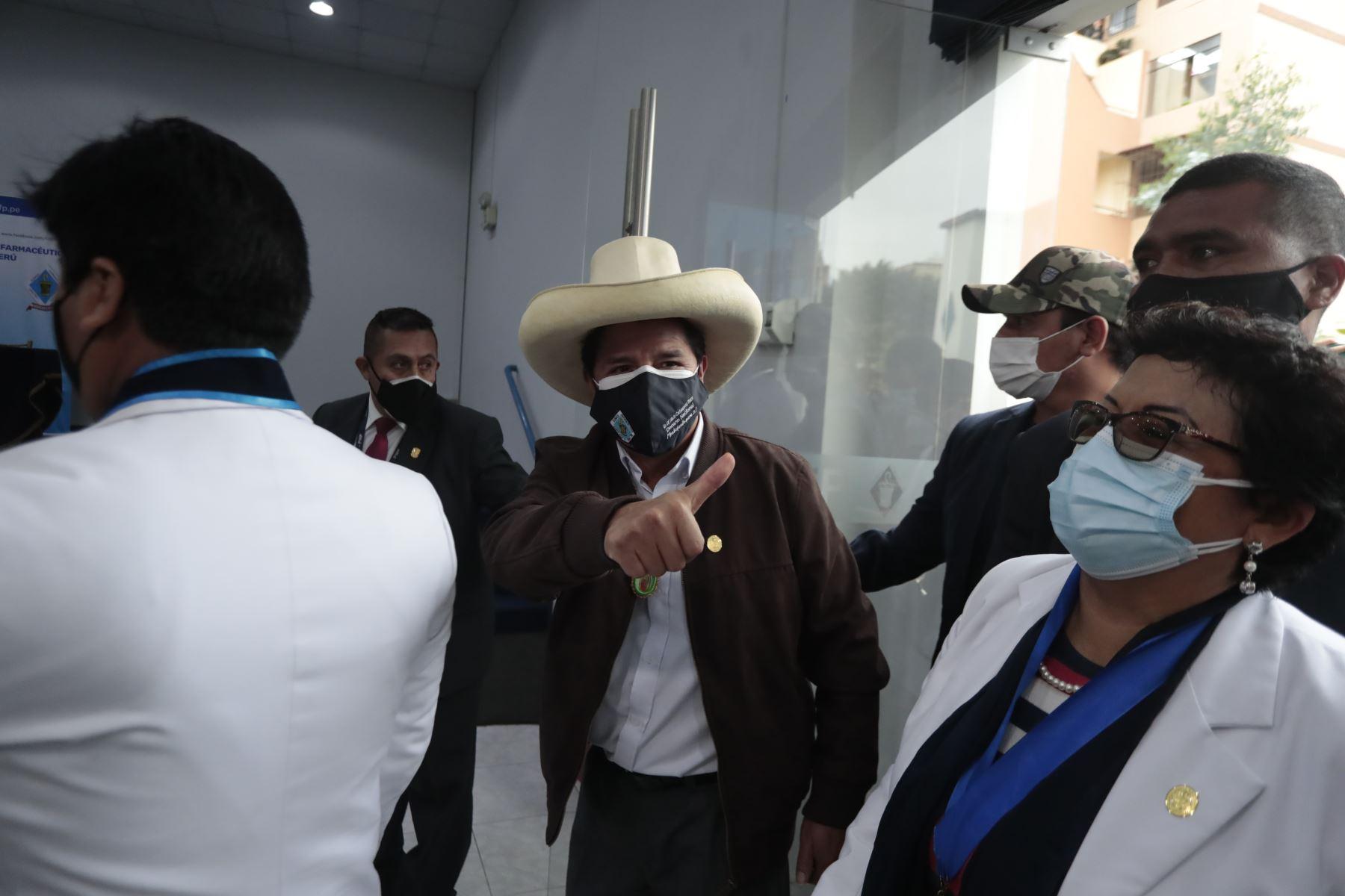 Pedro Castillo se reúne con integrantes del Colegio Químico Farmacéutico del Perú. Foto: ANDINA/Renato Pajuelo