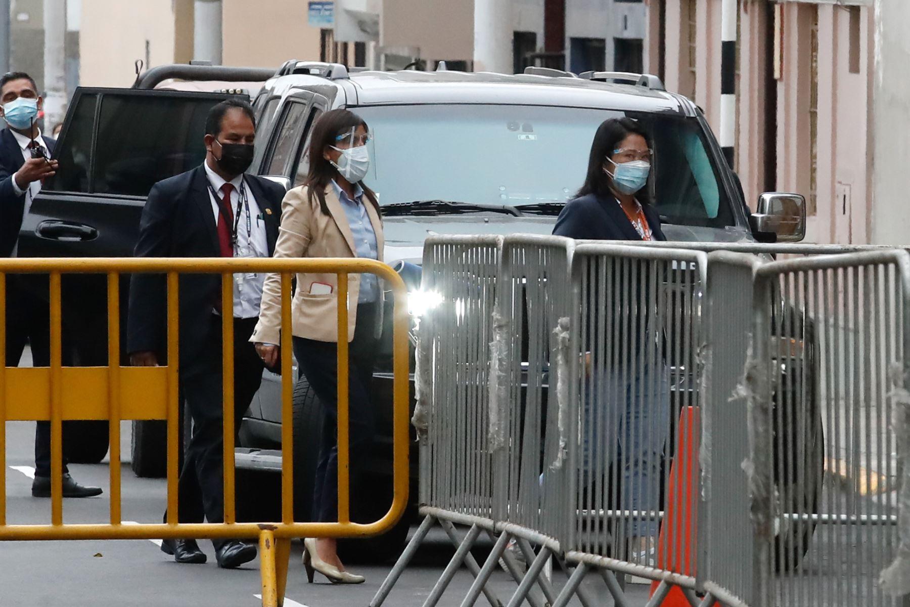 Llegada de Keiko Fujimori a sala de audiencia con su abogada Giuliana Loza. Foto: ANDINA/Juan Carlos Guzmán