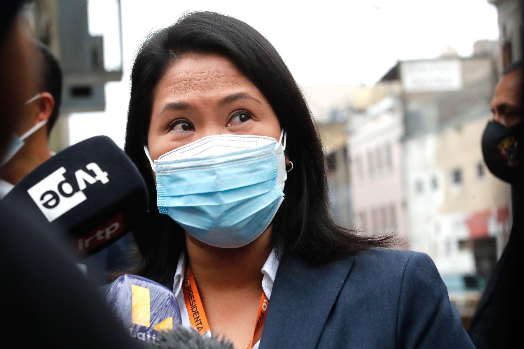 La candidata presidencial, Keiko Fujimori, declara a la prensa en los exteriores de la sala de audiencia. Foto: ANDINA/Juan Carlos Guzmán