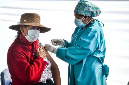 Más de 160 mil personas recibirán vacuna  en la región Arequipa durante esta semana