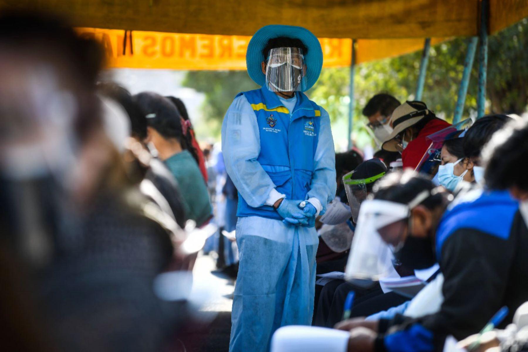 Más de 160 mil personas,  mayores de 50 años recibirán su vacuna  en la región Arequipa. En la lista de beneficiarios también están consideradas mujeres embarazadas mayores de 18 años a partir de la semana 28 de gestación, personas con enfermedades raras, huérfanas, trastornos mentales graves y del neurodesarrollo.  Foto: Cortesía Diego Ramos