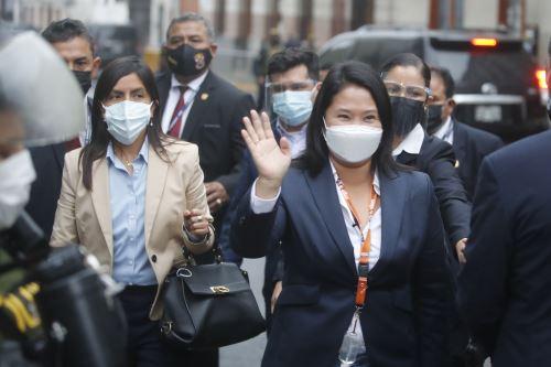 Candidata presidencial Keiko Fujimori a su salida de la sala de audiencia del Poder Judicial