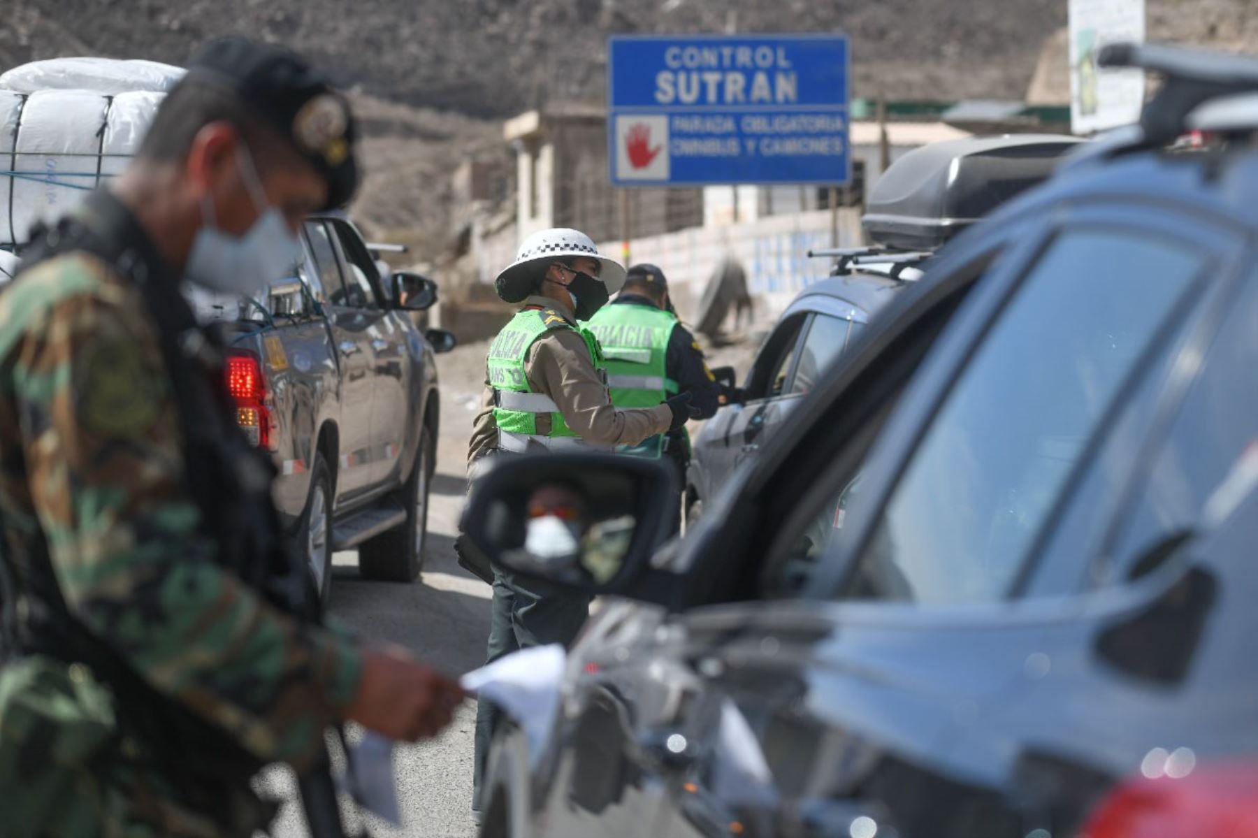 Policía y Sutran controlan ingreso a Arequipa para respetar cerco epidemiológico. Foto: Cortesía Diego Ramos