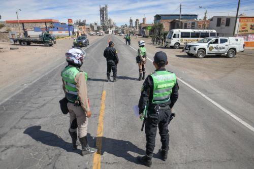 La Policía Nacional controla ingreso a Arequipa para respetar cerco epidemiológico ante incremento de casos de covid-19. Foto: Cortesía Diego Ramos