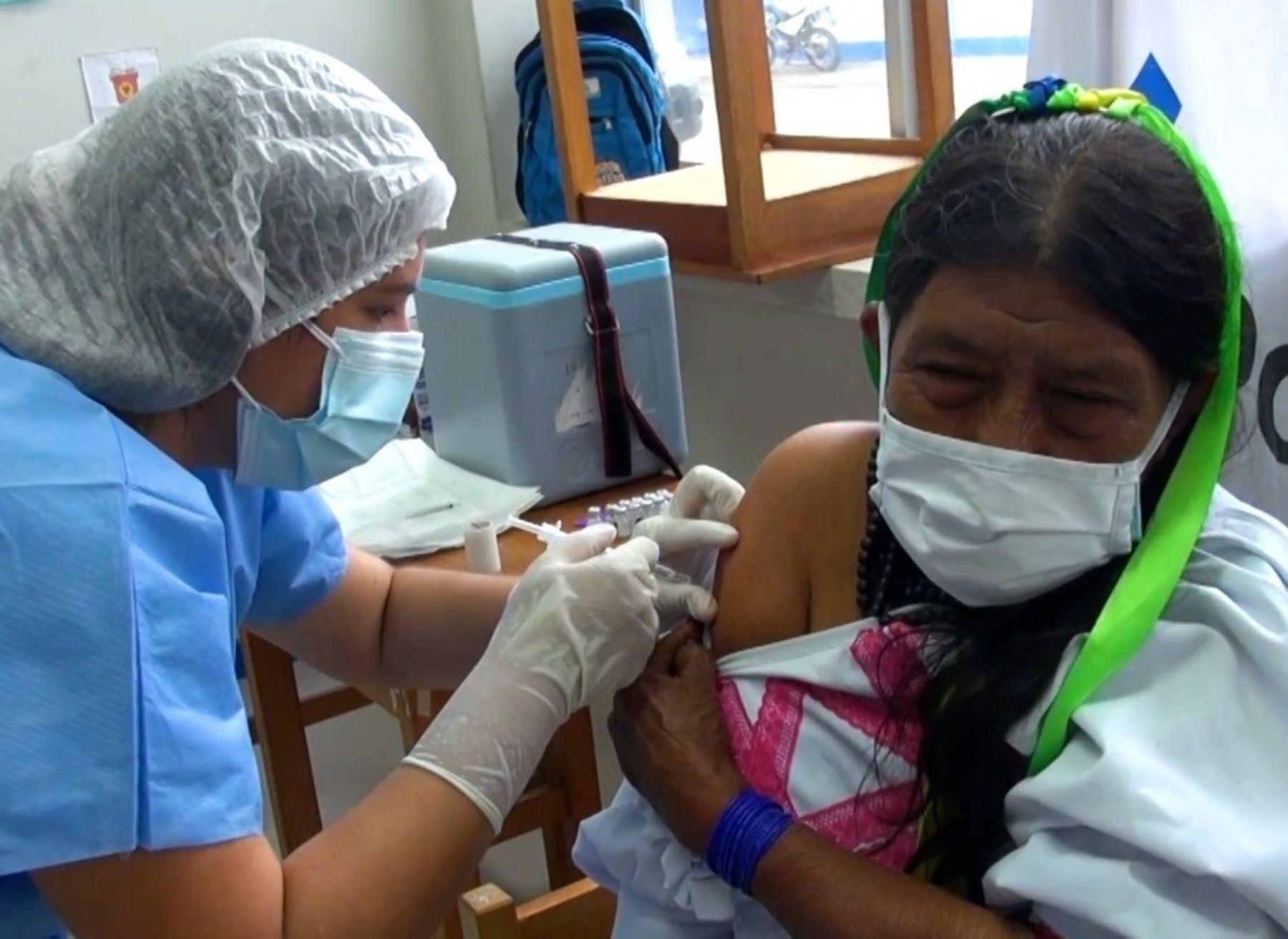 Ya son más de 1,300 pobladores indígenas los que han recibido la primera dosis de la vacuna contra la covid-19 en la región San Martín.