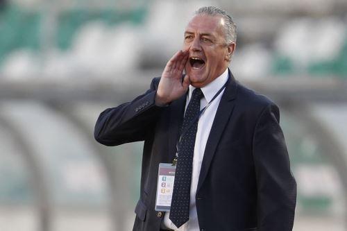 El técnico de Ecuador, Gustavo Alfaro, dice que respeta la experiencia que posee la selección peruana.