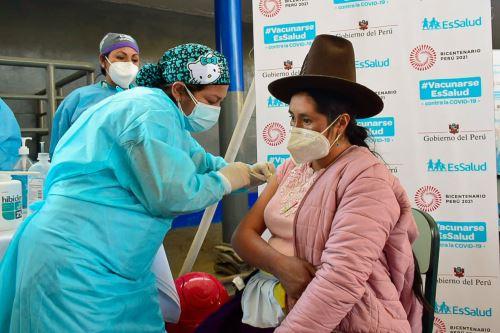 Tres millones 929,296 peruanos recibieron la primera dosis y 2 millones 638,424 la segunda dosis. Foto: ANDINA/Minsa.