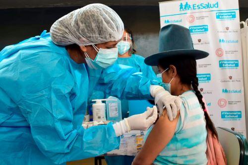 Vacunación contra el covid-19. ANDINA/Difusión