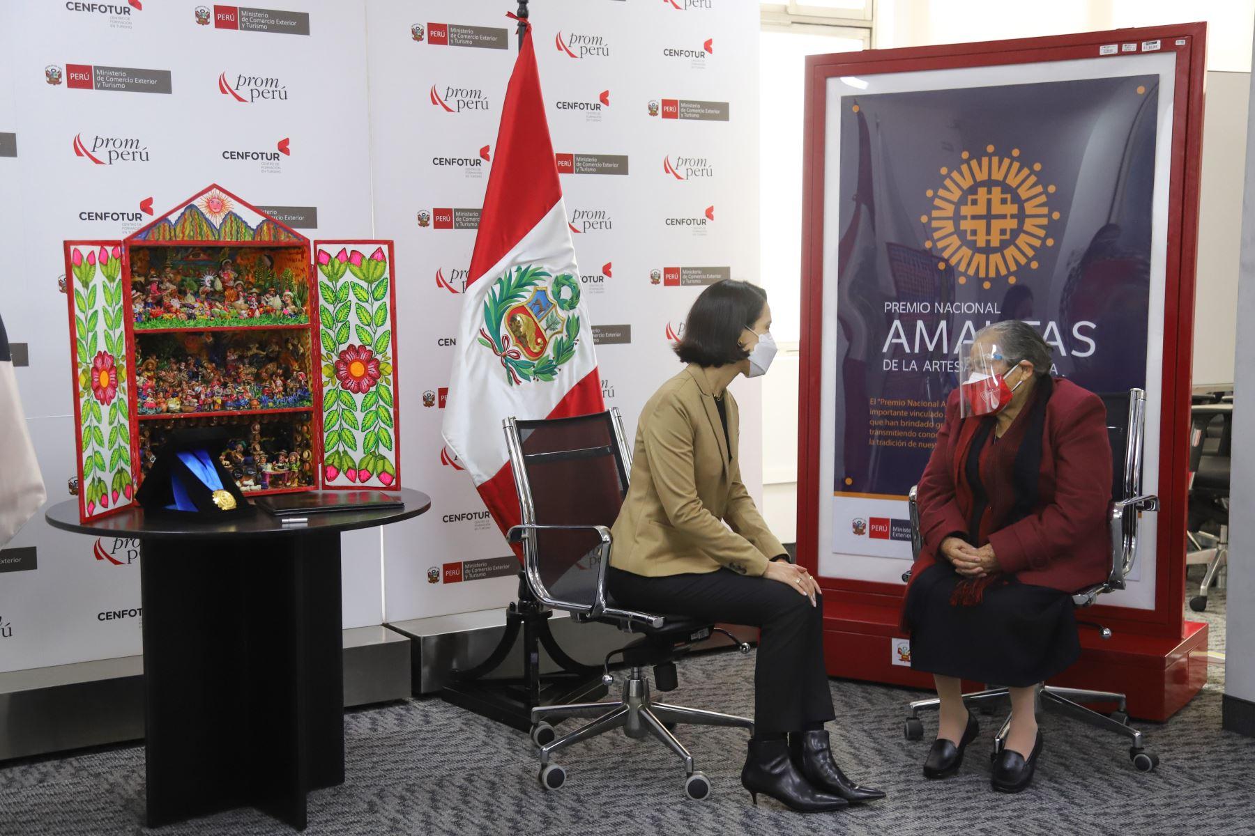Genoveva Nuñez, retablista peruana reconocida  como Amauta de la  Artesanía Peruana 2020,  por su brillante trayectoria y legado.  Foto: Mincetur
