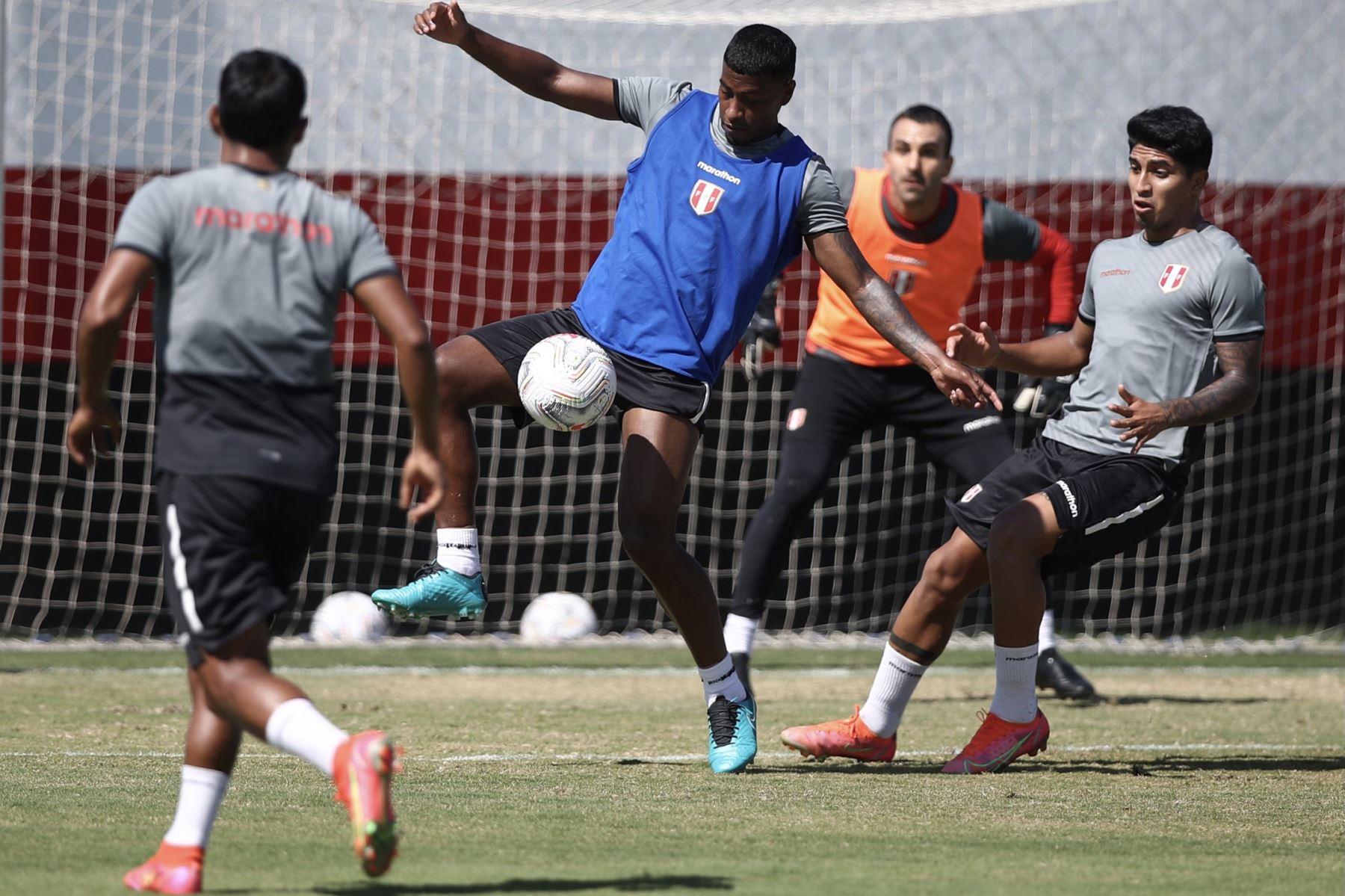 A un día del duelo ante Ecuador, la selección peruana continuó con su preparación en el campo de entrenamiento del Atlético Goianense con la mira puesta en afrontar su tercer encuentro en esta Copa América 2021. Foto: Selección Peruana