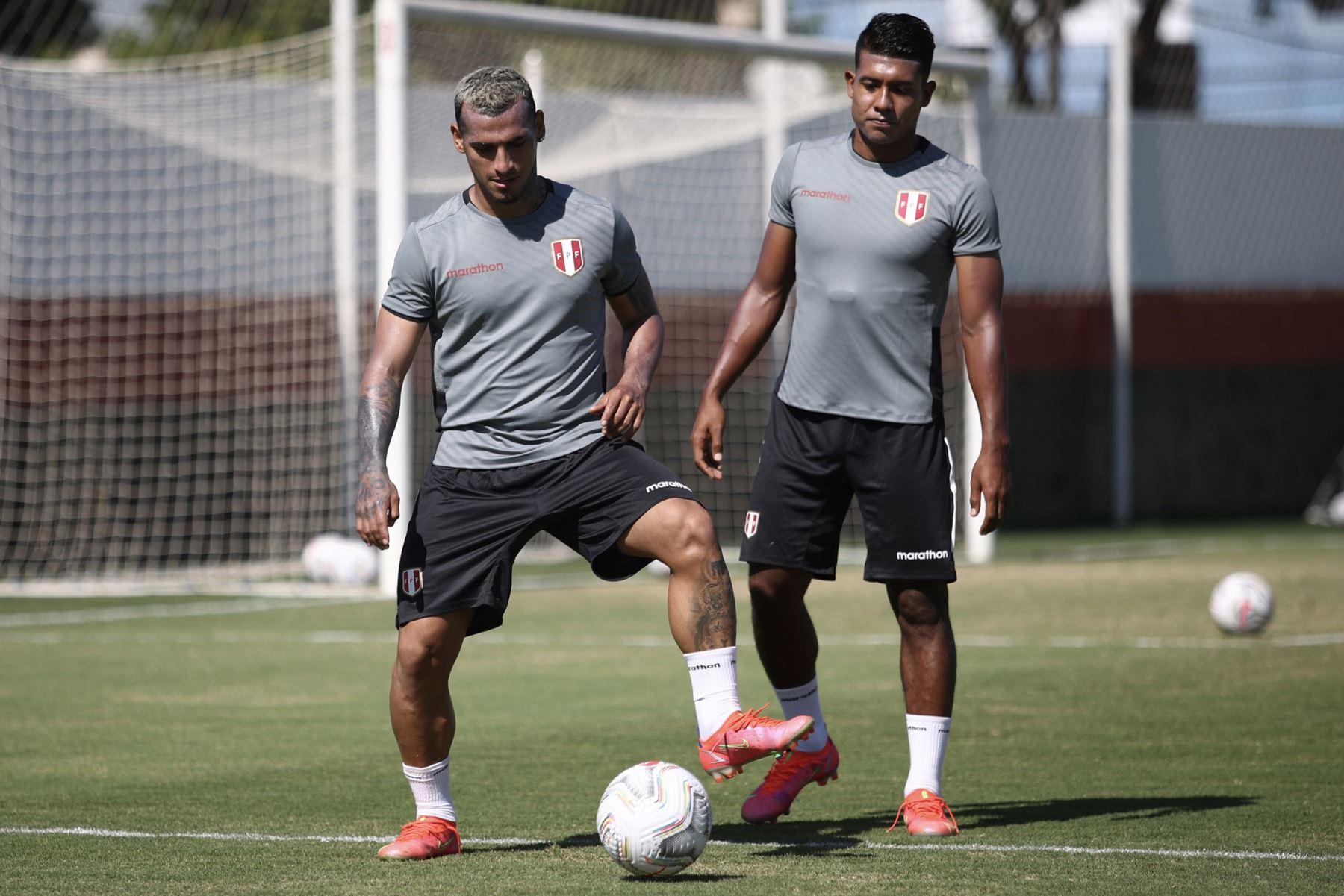 A un día del duelo ante Ecuador, la selección peruana continuó con su preparación en el campo de entrenamiento del Atlético Goianense con la mira puesta en afrontar su tercer encuentro en esta Copa América 2021. En la imagen Miguel Trauco. Foto: Selección Peruana