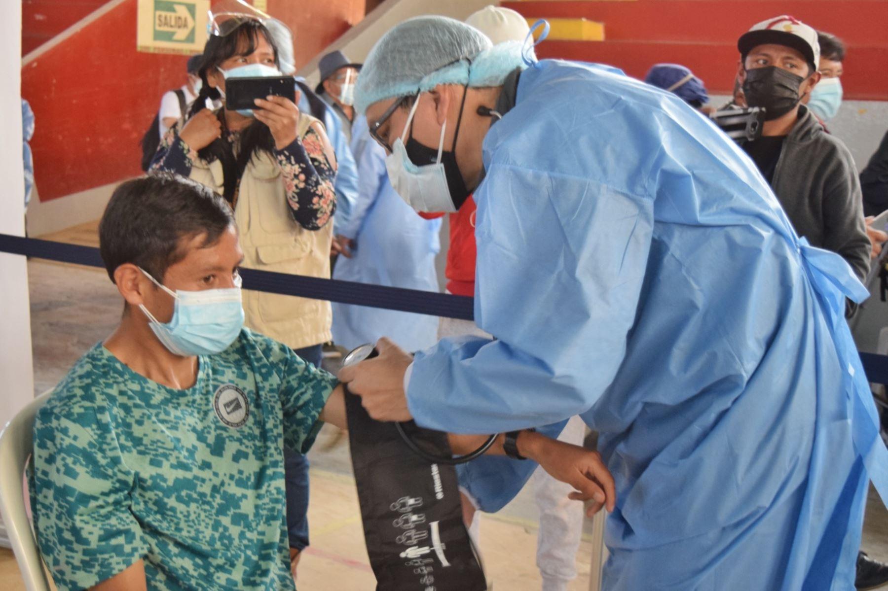 Cuatro atletas huancaínos clasificados a Tokio 2021 reciben vacuna contra el Covid-19. Foto: Difusión